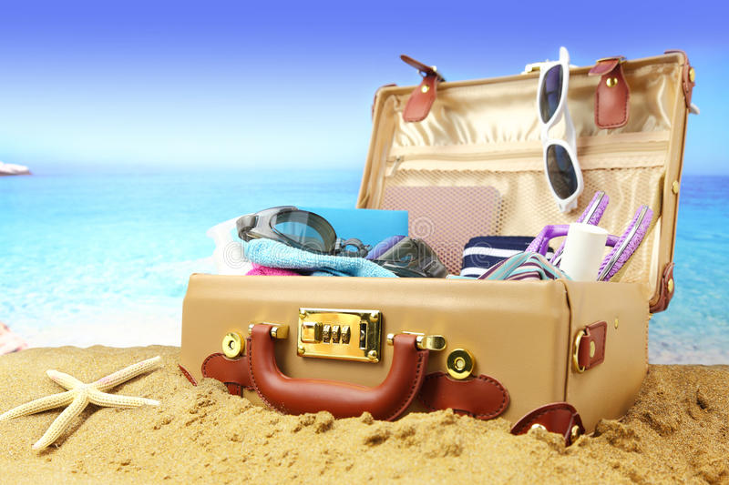 Valise grand ouverte photographie stock