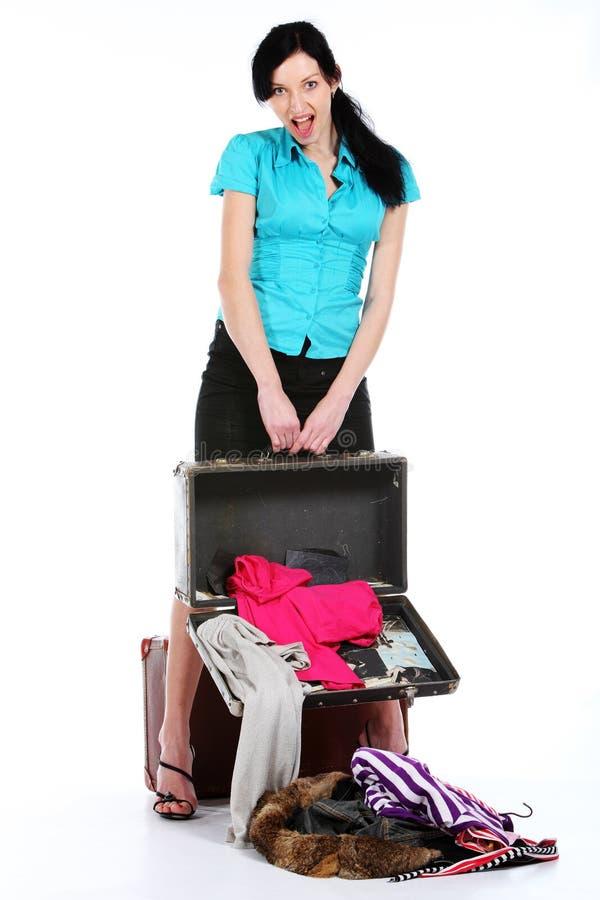 Valise ouverte par extrémité de jeune fille vieille photos stock