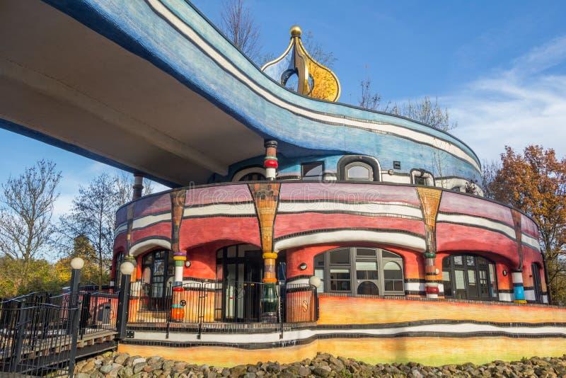 VALKENBURG, НИДЕРЛАНДЫ - 22,2014 -ГО НОЯБРЬ: Buildi Hundertwasser стоковые фотографии rf