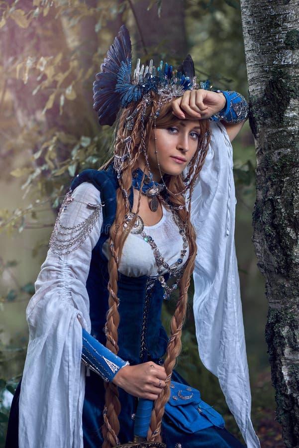 Valkyrie warrioress στο κοστούμι κισσών στοκ φωτογραφίες με δικαίωμα ελεύθερης χρήσης