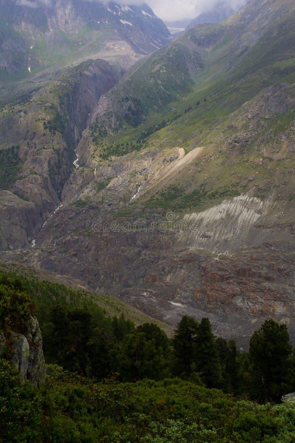 Download Vallée Alpine Suisse, Jungfrau-Aletsch, Mosaïque De Géologie Photo stock - Image du bleu, région: 45369638