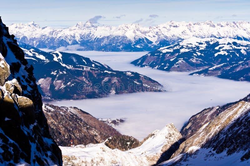 Vallée brumeuse à partir du dessus du glacier de Kaprun images libres de droits