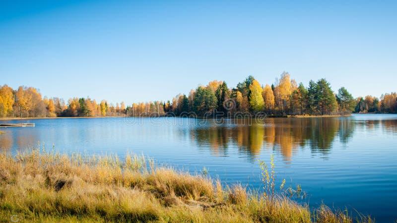 Vallée colorée d'automne photos libres de droits