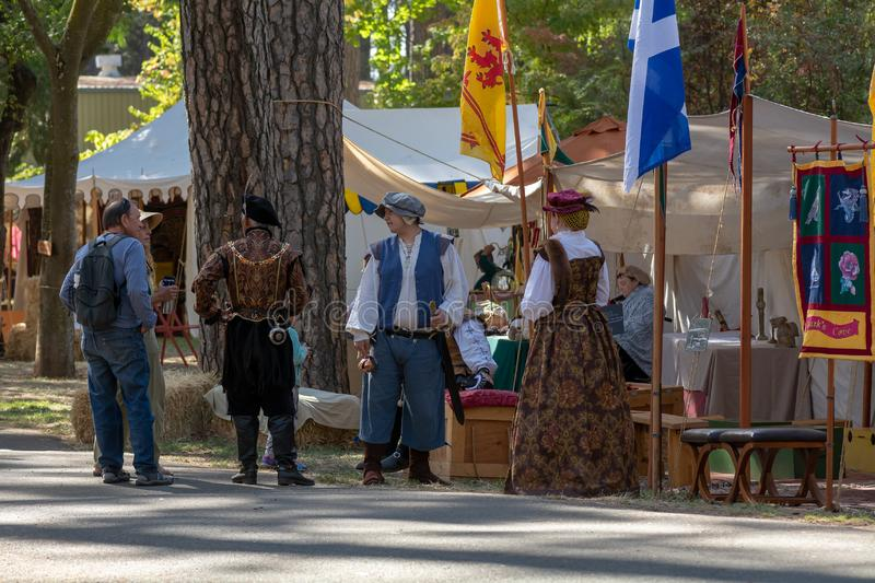 Vallée d'herbe, la Californie, Etats-Unis - 30 octobre 2018 : Reenactors au festival celtique de KVMR, Nevada County Fairgrounds  photos libres de droits