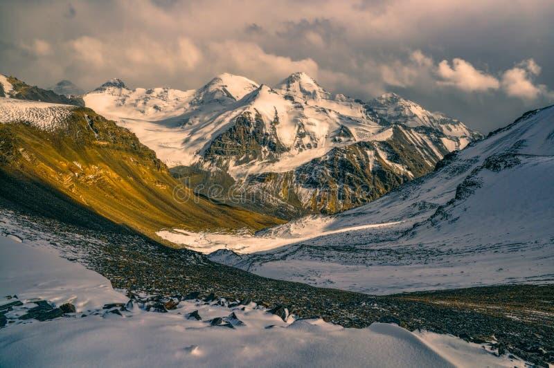Vallée dans le Tadjikistan photo libre de droits