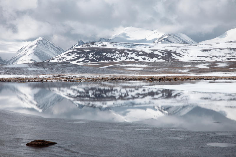 Vallée de Barskoon en le Kyrgyzstan Tyan Shan images stock