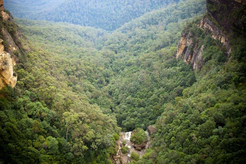 Vallée de cascade à écriture ligne par ligne images stock