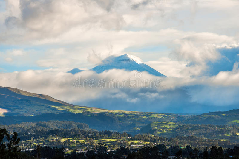 Vallée de Chillos et Volcano Cotopaxi, Equateur image stock
