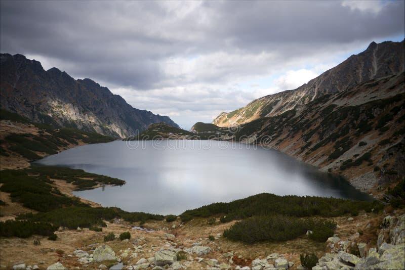 Vallée de cinq lacs en montagnes de Tatra, Pologne photos stock