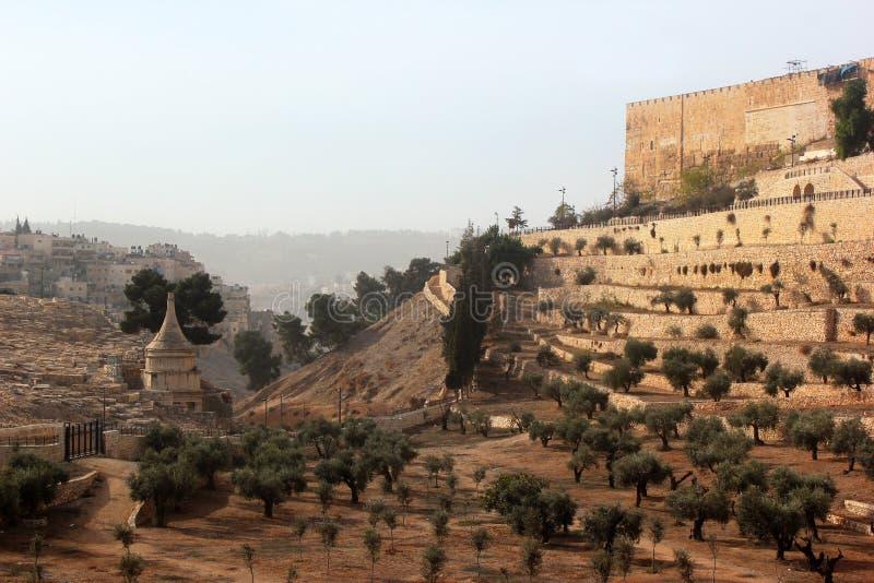 Vallée de Kidron avec la tombe d'Absalom et les murs de la vieille ville images libres de droits