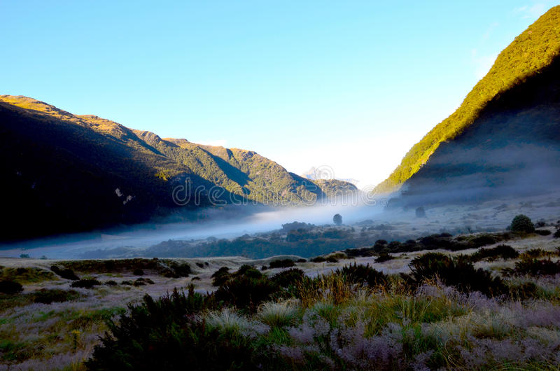 Download Vallée De La Sibérie ; Parc National Aspirant De Bâti, île Du Sud Photo stock - Image du nuages, zealand: 76084322