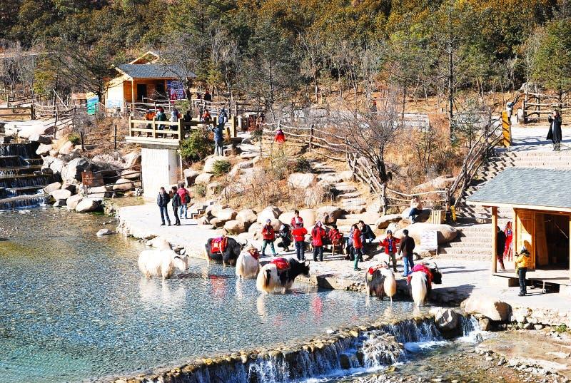 Vallée de lune bleue en Jade Dragon Snow Mountain, Lijiang, Yunnan Chine image stock