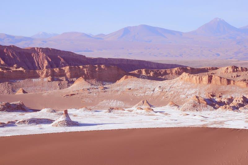 Vallée de lune dans le désert d'Atacama images stock