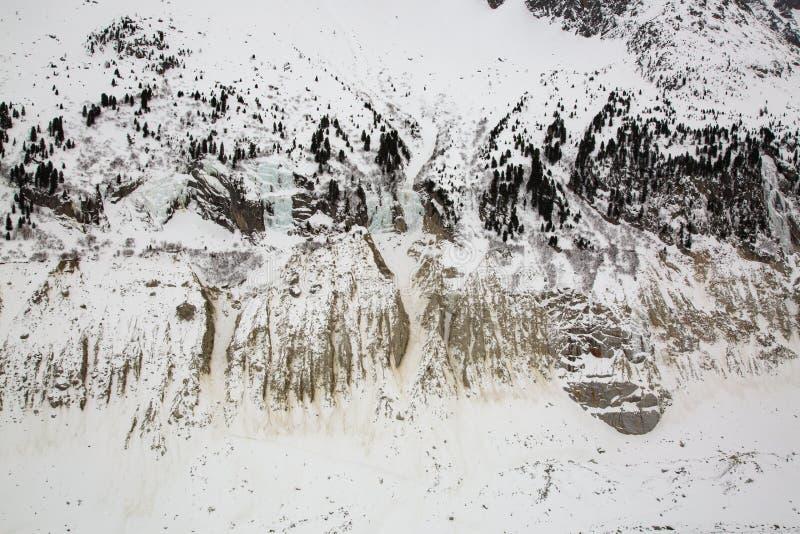 Vallée de Mer de Glace sous le massif de Mont Blanc dans Alsp français images stock