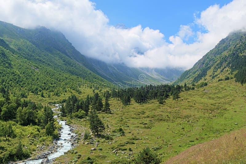 Download Vallée De Rivière De Bilyagidon, Caucase, Russie Photo stock - Image du jour, cumulus: 45354690