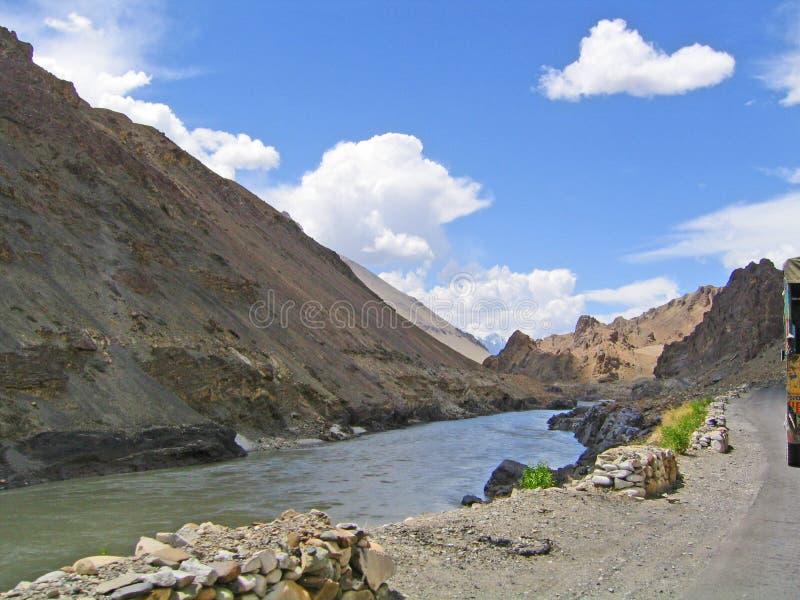 Vallée du fleuve Ind, en montagnes de Ladakh photo stock