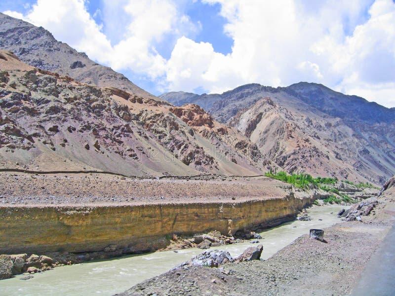 Vallée du fleuve Ind, en montagnes de Ladakh image stock