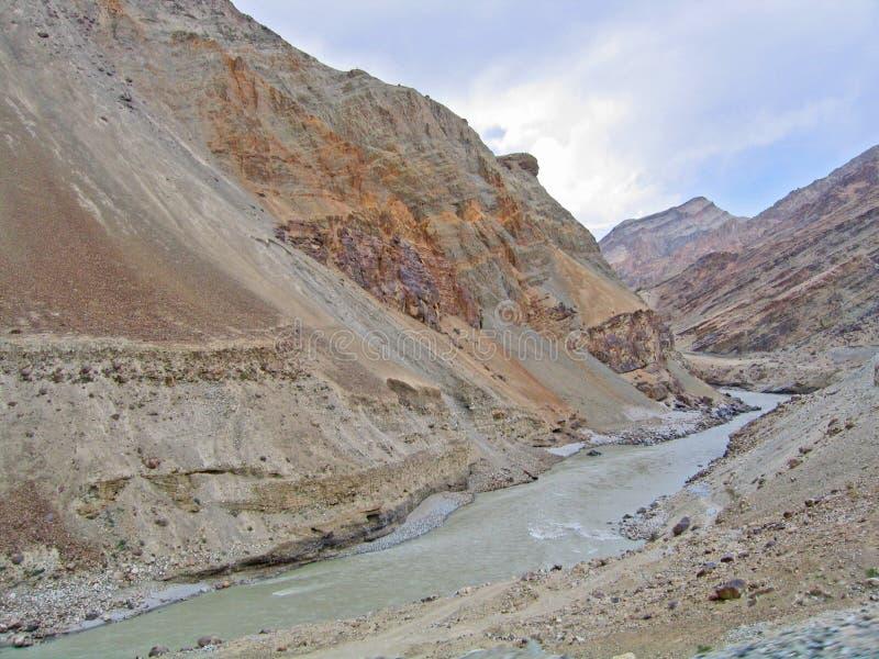 Vallée du fleuve Ind, en montagnes de Ladakh photo libre de droits