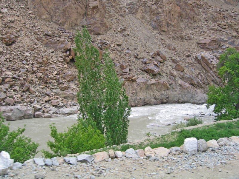 Vallée du fleuve Ind, en montagnes de Ladakh photographie stock