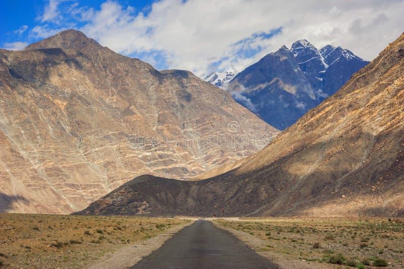 Vallée idyllique de montagne images libres de droits