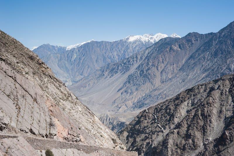 Vallée idyllique de montagne image stock