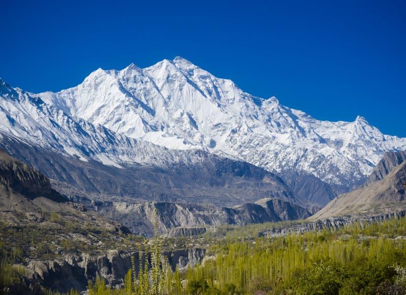 Vallée idyllique de montagne photo stock