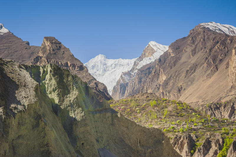 Vallée idyllique de montagne photographie stock