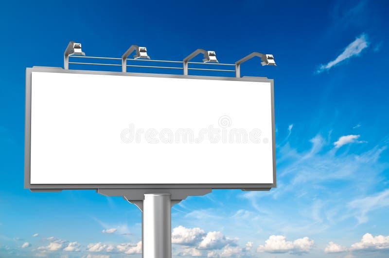 Valla publicitaria vacía del anuncio en el fondo del cielo libre illustration