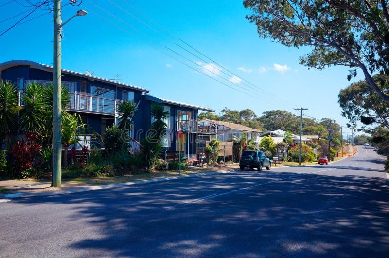 Valla-Strand-Australien-Stadtstraße mit Wohnhäusern stockfoto