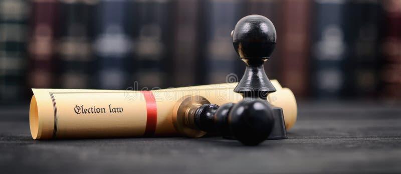 Vallag- och notarius publicuskyddsremsor på en träbakgrund arkivfoto