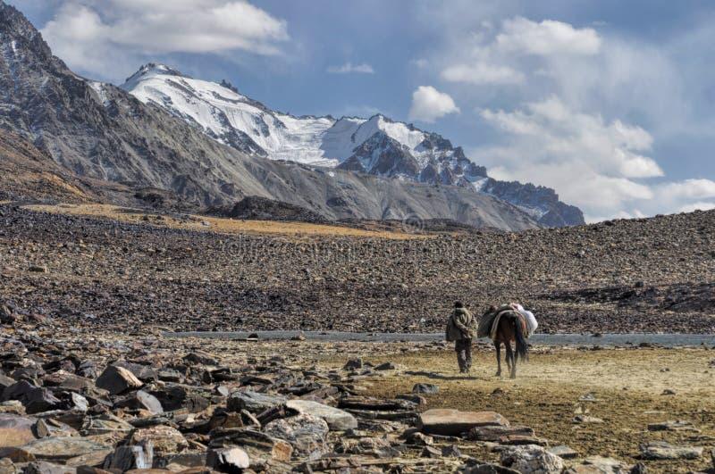 Valle árido en Tayikistán fotografía de archivo