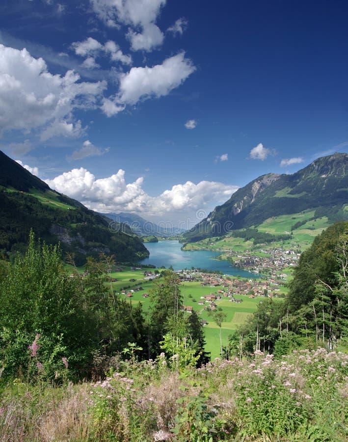 Valle alpina del lago fotografie stock