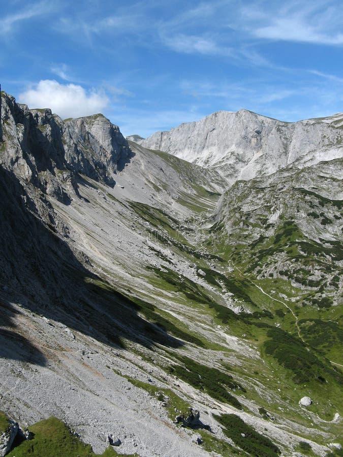 Valle alpino foto de archivo libre de regalías