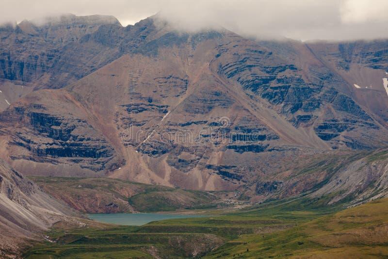 Valle alpino canadiense septentrional A.C. Canadá de las montañas rocosas fotos de archivo libres de regalías
