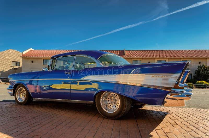 Valle, AZ - 26 MAART, 2015 - Gele uitstekende oude auto in Valle, Arizona royalty-vrije stock fotografie