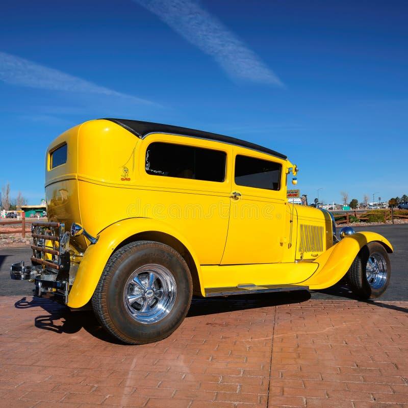 Valle, AZ - 26 mars 2015 - excellente vieille voiture jaune à Valle, Arizona images libres de droits