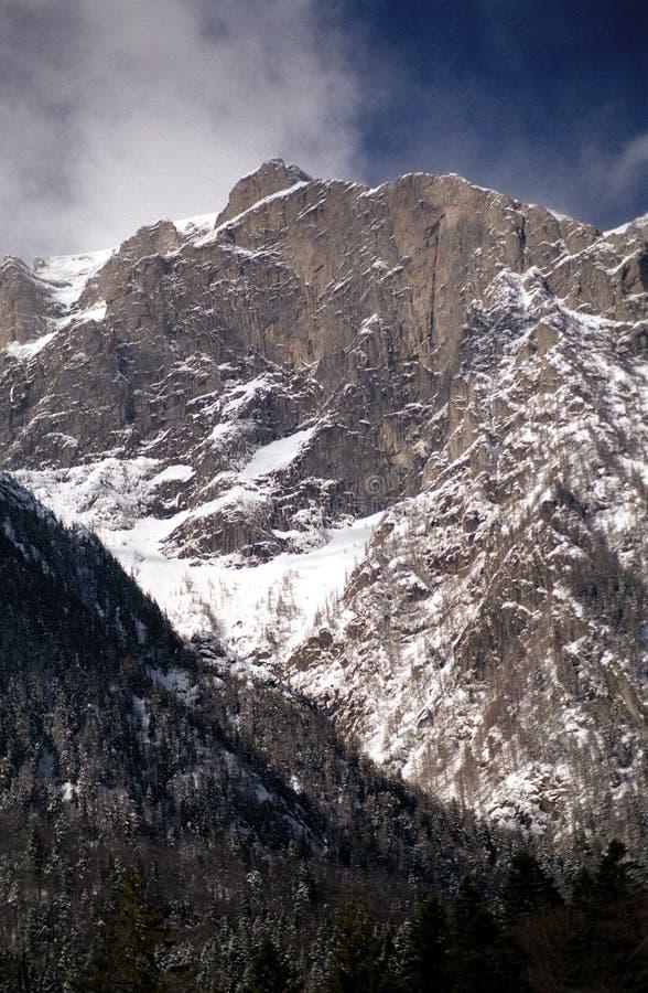 Valle blanco en Bucegi imágenes de archivo libres de regalías