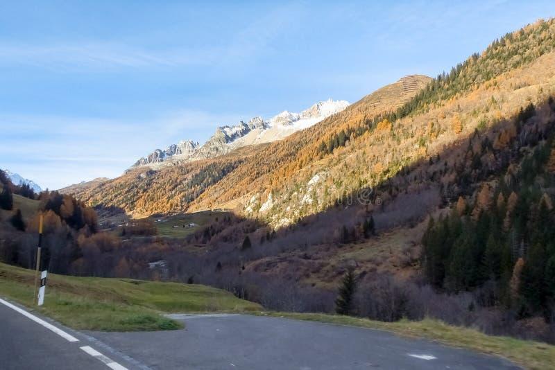 Valle de Bedretto y el paso de Nufenen fotografía de archivo libre de regalías