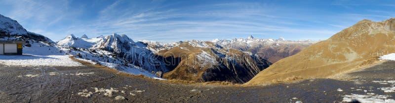 Valle de Bedretto y el paso de Nufenen fotografía de archivo