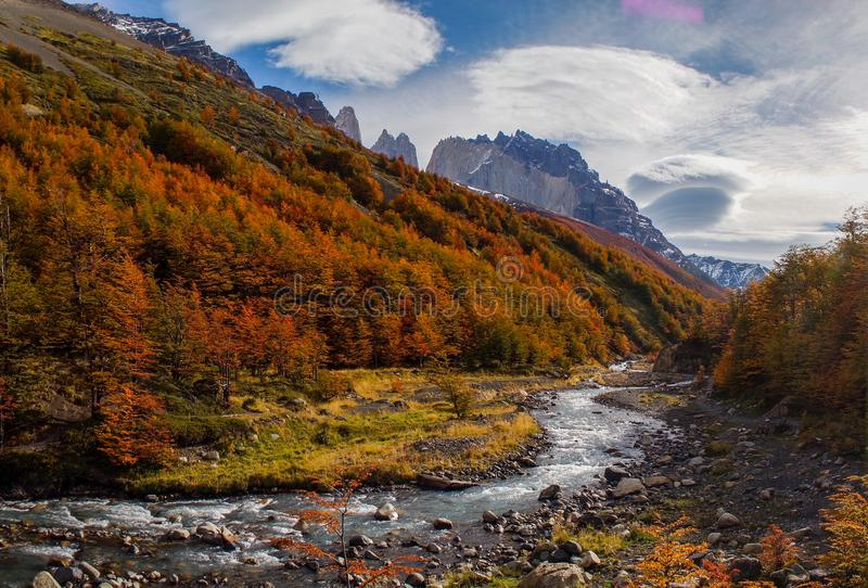 Valle de Frances dal i Torres del Paine, Patagonia, Chile fotografering för bildbyråer