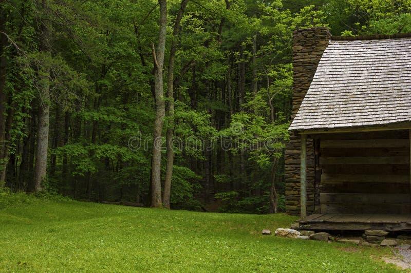 Valle de la ensenada de Cades de la cabina de los colonos en Tennessee Smoky Mountains fotografía de archivo libre de regalías