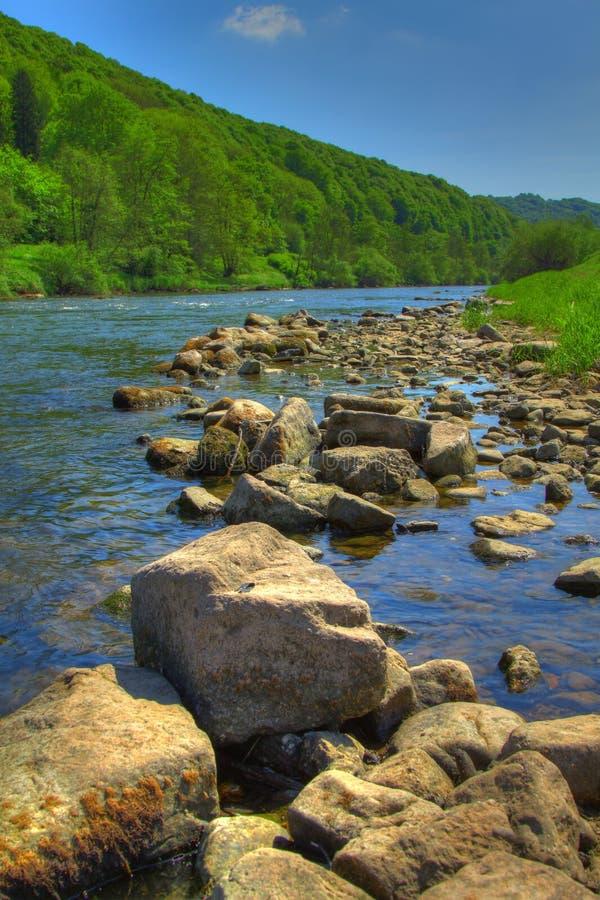 Valle de la horqueta del río - horqueta - Inglaterra/País de Gales imágenes de archivo libres de regalías