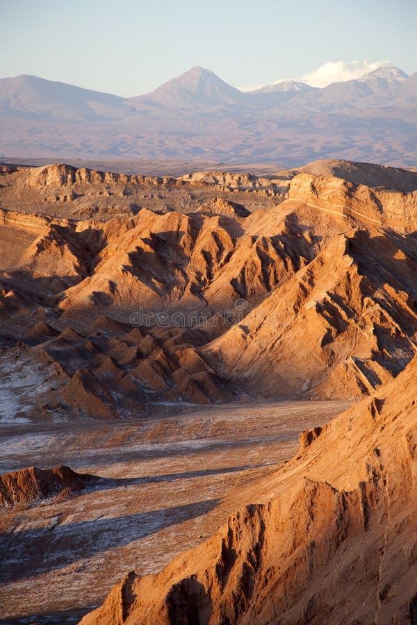 Valle de la luna en el desierto de Atacama cerca de San Pedro fotografía de archivo libre de regalías