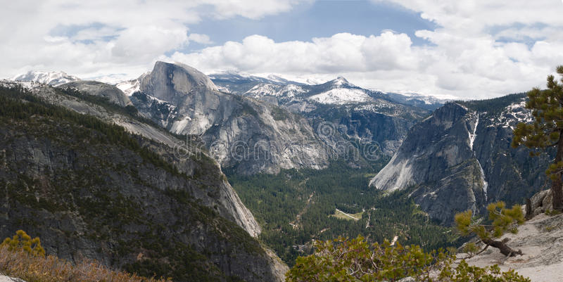 Valle de Yosemite del panorama fotos de archivo libres de regalías