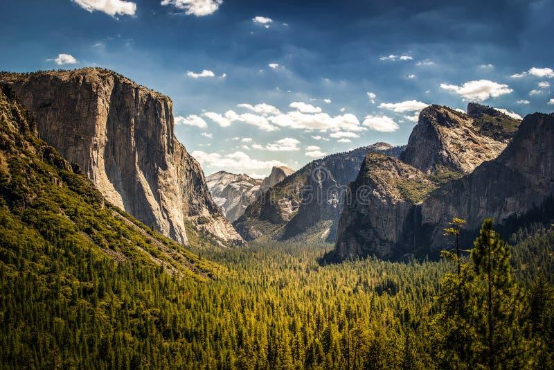 Valle de Yosemite, opinión del túnel foto de archivo