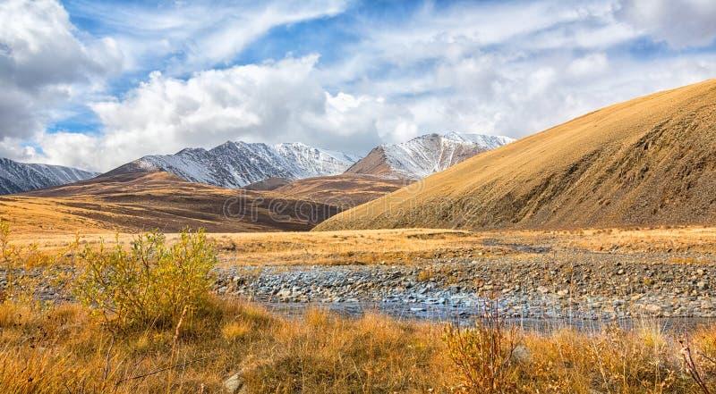 Valle del fiume della montagna immagini stock