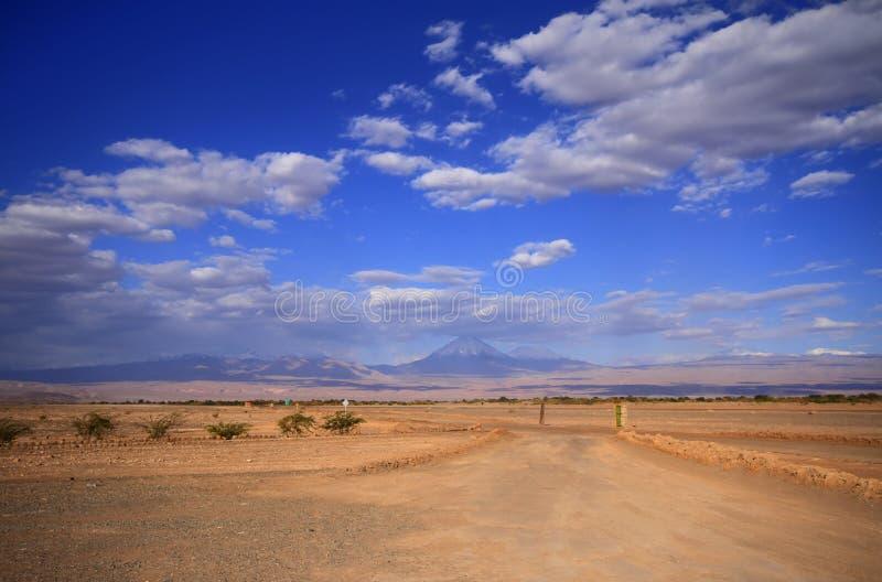 Download Valle Del Luna - Dolina Księżyc W Atacama, Chile Zdjęcie Stock - Obraz złożonej z chmury, mieszkania: 57671322