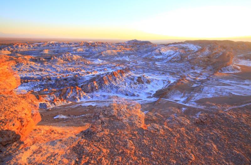 Download Valle Del Luna - Dolina Księżyc W Atacama, Chile Obraz Stock - Obraz złożonej z mieszkanie, chile: 57671395