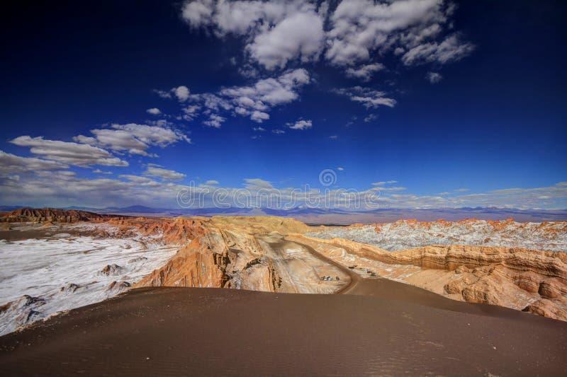 Download Valle Del Luna - Dolina Księżyc W Atacama, Chile Zdjęcie Stock - Obraz złożonej z chile, chmury: 57671528