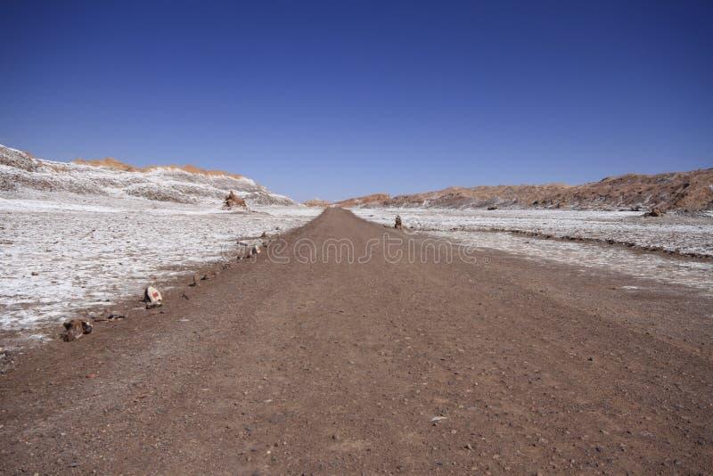 Download Valle Del Luna - Dolina Księżyc W Atacama, Chile Zdjęcie Stock - Obraz złożonej z mieszkanie, chmury: 57671942